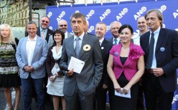 Andrej Babiš a členové hnutí ANO